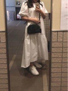 女性 スニーカー コーデ ゆるふわ