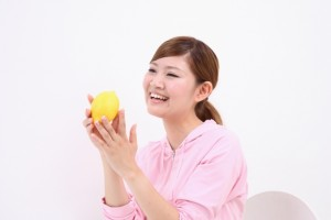 レモン 女性 笑顔