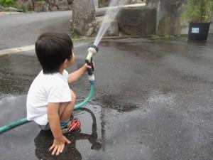子供 水 シャワー