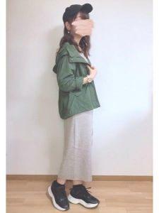 女性 スニーカー コーデ スエットスカート