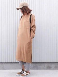 女性 スニーカー コーデ 秋色