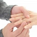 婚約指輪の年代別相場(20、30、40代)。人気のブランドは?