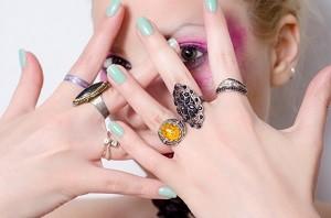 女性 指輪 両手