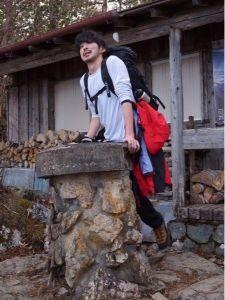 登山 服装 男性 ロンT