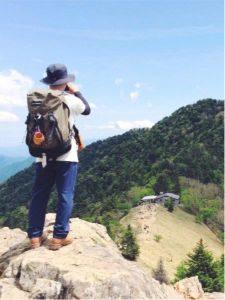 登山 服装 男性 デニム 重ね着