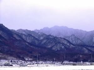 冬 雪 山