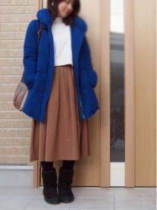 ムートンブーツ コーデ 女性 フレアスカート