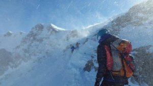 登山 男性 雪山