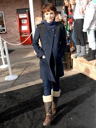 ムートンブーツ コーデ 女性 コート
