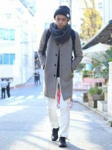 ロングコート ニット帽 ニットのマフラー メンズコーデ