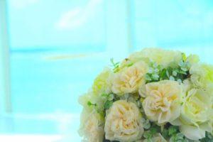 窓辺 バラの花束