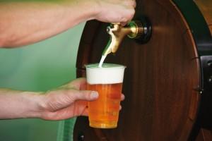 ビール 注ぐ