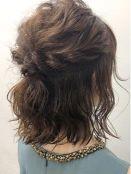 髪型 セミロング ハーフアップ 女性