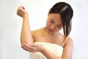 女性 お風呂上がり スキンケア