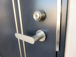 ドア 防犯対策
