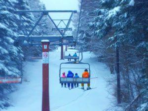 スキー場 リフト 家族
