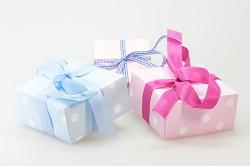 ブルーとピンクリボンのプレゼント