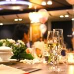 結婚式の二次会の新郎新婦の服装まとめ。ホテルや居酒屋では?