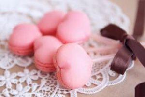 ハート型のピンクのマカロン
