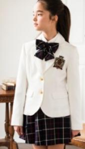 女の子 白のブレザー チェックのスカート 入学式