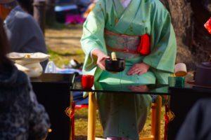 着物 女性 野点 お茶