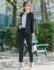 入学式 ママ 服装 黒のパンツスタイル