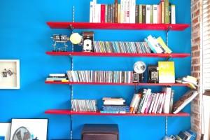 ブルーの壁 本棚 おしゃれ