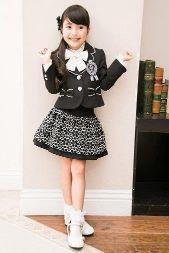 女の子 黒のスーツ フリルのスカート 入学式