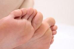 指 病気 が つる 前兆 足 の