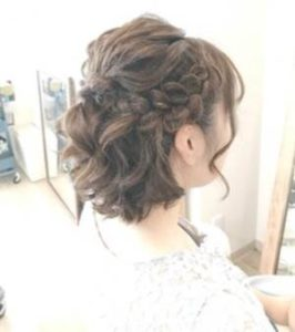 ミディアム 髪型 編み込みハーフアップ