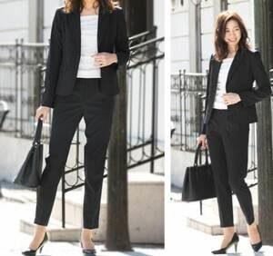女性 黒のパンツスーツ