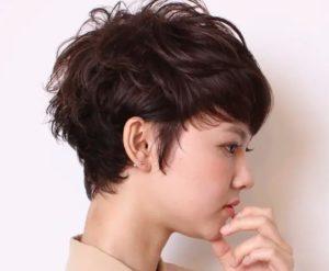 ショートヘア 女性