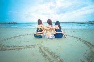 女友達 海辺