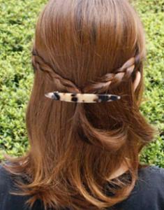 ミディアムヘア 髪留め