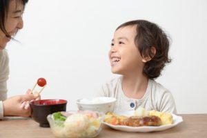 子供 母親 朝食