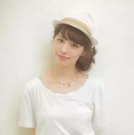 ミディアム 髪型 サイドお団子