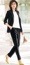 女性 パンツスーツ ブラック