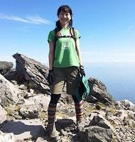 女性 登山コーデ 半袖 ショートパンツ スパッツ
