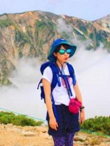 女性 登山コーデ ブルー系
