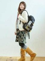 女性 登山コーデ フリース ブーツ