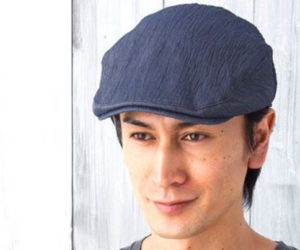 ハンチング帽を被った男性