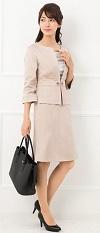 ノーカラージャケット 女性 スーツコーデ