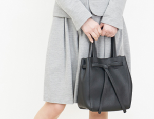 スカートスーツ 女性 バッグ