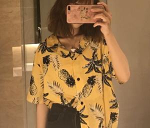 黄色のアロハシャツ 女性