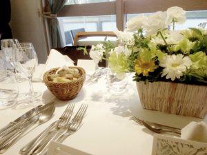 披露宴 食事 テーブル