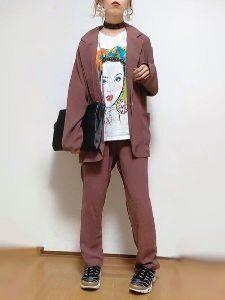 女性 スーツコーデ アート