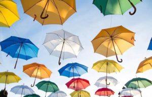 カラフルなたくさんの傘