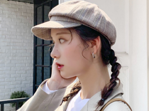 ハンチング帽を被った女性