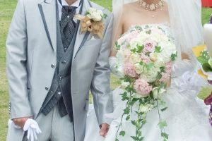 結婚式 新郎新婦 花