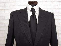 グッチ 3つボタンスーツ